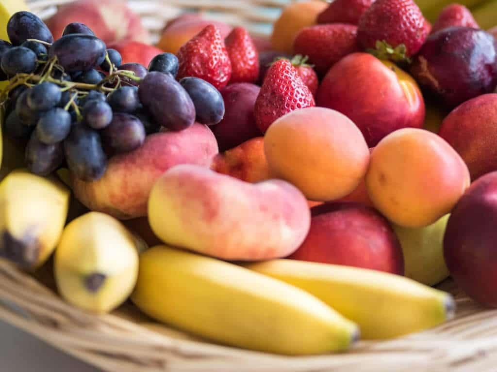 Panier de fruits au bureau